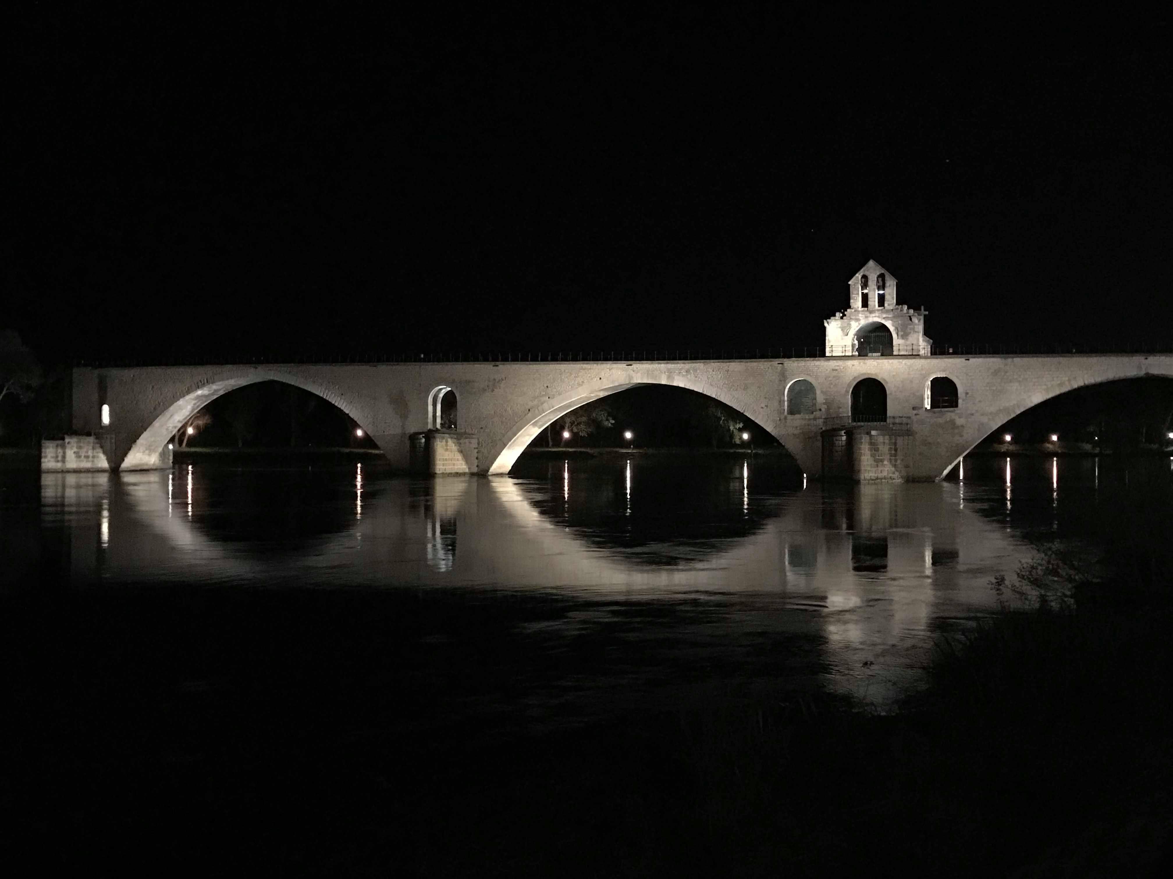 (Français) Le pont d'Avignon, comment un pont cassé est-il devenu célèbre?