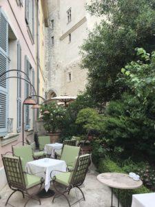 Boire un verre à Avignon entre luxe et histoire