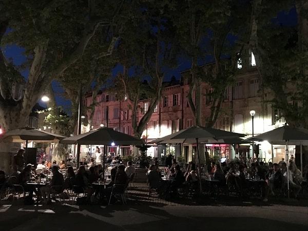 Place des corps saints, visite touristique d'Avignon