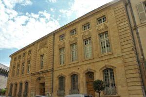 Hôtel à Avignon, la Mirande, histoire